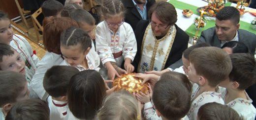 Svetosavski kolač lome predškolci vrtića Zeka Užice