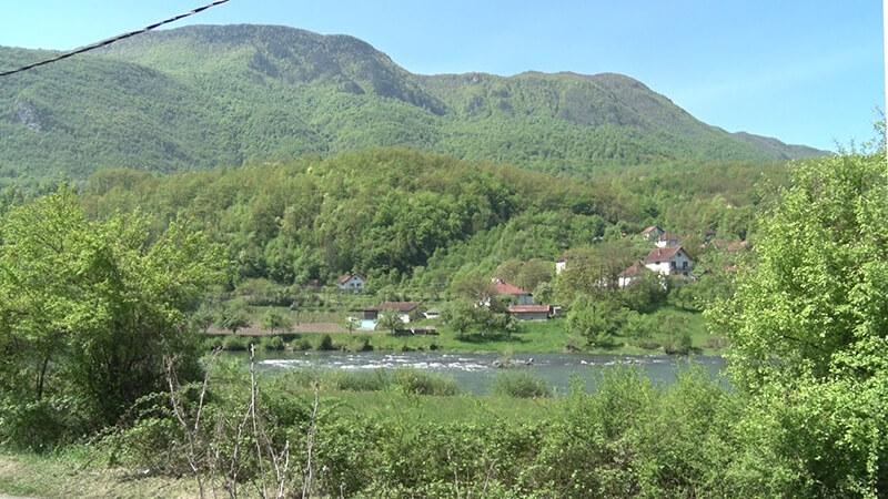 Pogled preko reke Lim na Republiku Srpsku