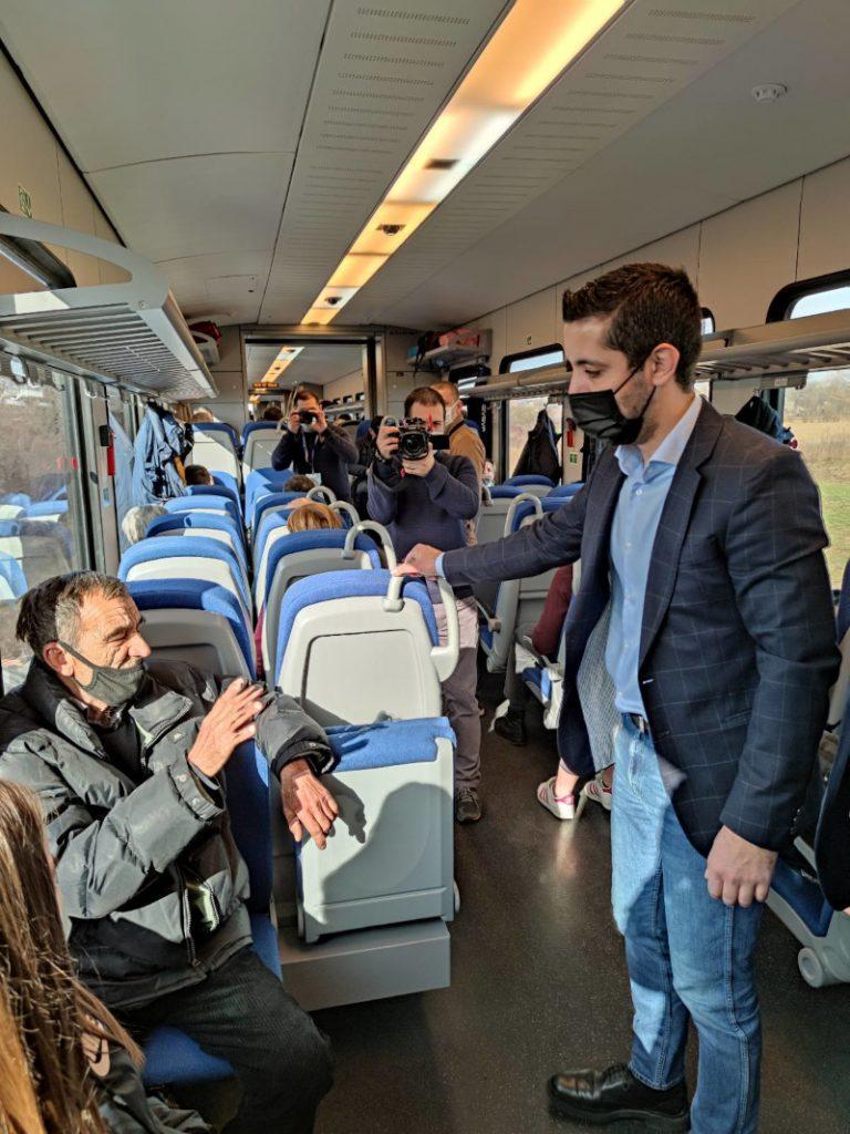 Ministar Momirović u vozu